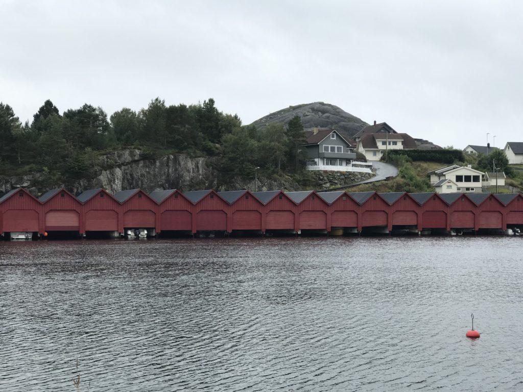I Egersund kjører man båtene inn i båthuset som andre kjører bilen inn i bilhuset