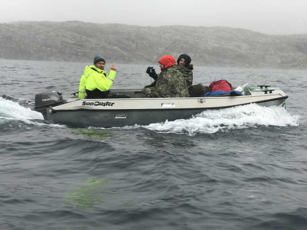 DEAFCA32-1B4A-46F8-BF06-D5547FB1B4C1 jervenduk for to personer i båt