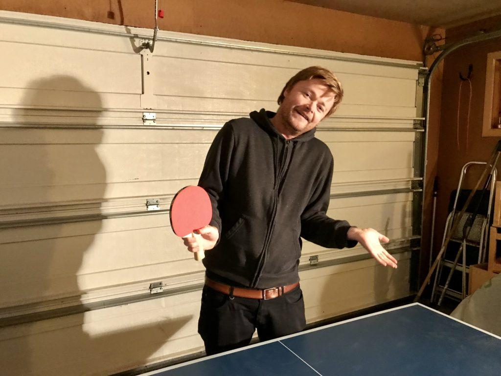 0075B5F9-9AEF-4853-88D0-D87707BD6CB1 Fredrik er kjent som bordtennisverdenens pantomime artist. Her løfter han en tung eske
