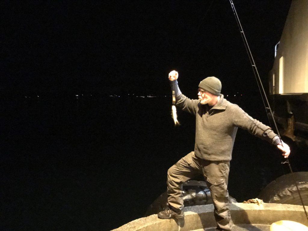 Aldri gi opp! Klokka er ti på kvelden, men ennå ikke noe torsk. Men masse mort og noen fine lyr ble det. Morten fikk leve, men ser ut til at det blir lyrkake første juledag
